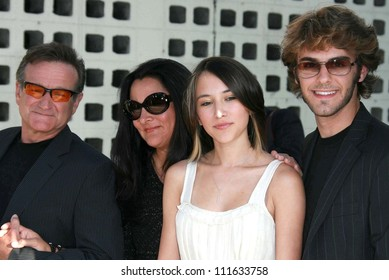 """Robin Williams and family at the Los Angeles premiere of """"License To Wed"""". Cinerama Dome, Hollywood, CA. 06-25-07"""