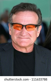"""Robin Williams at the Los Angeles premiere of """"License To Wed"""". Cinerama Dome, Hollywood, CA. 06-25-07"""