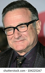 """Robin Williams at the """"Old Dogs"""" World Premiere, El Capitan Theatre, Hollywood, CA. 11-09-09"""