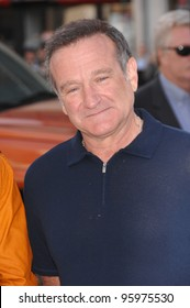 """ROBIN WILLIAMS at the world premiere of his new movie """"Happy Feet"""" at the Grauman's Chinese Theatre, Hollywood. November 12, 2006  Los Angeles, CA Picture: Paul Smith / Featureflash"""