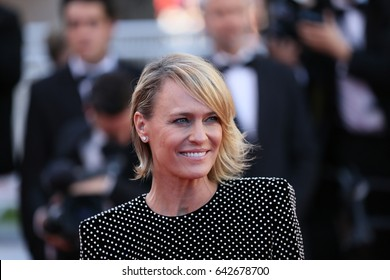 Robin Wright attends the 'Ismael's Ghosts (Les Fantomes d'Ismael)' screening and Opening Gala during the 70th annual Cannes Film Festival at Palais  on May 17, 2017 in Cannes, France.
