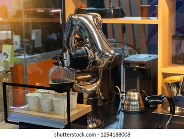 robot mechanical arm make a cup of coffee automatic