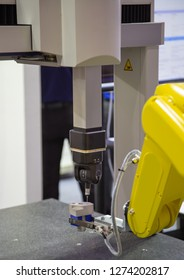 Robotic arm loading workpiece to CNC CMM Coordinate Measuring Robotic