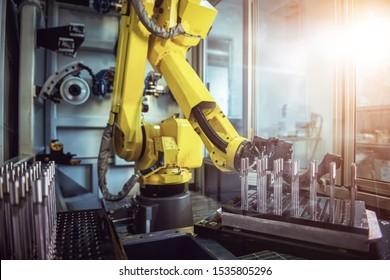 Roboter-Arm-Produktionslinien moderne Industrietechnologie. Automatisierte Produktionszelle