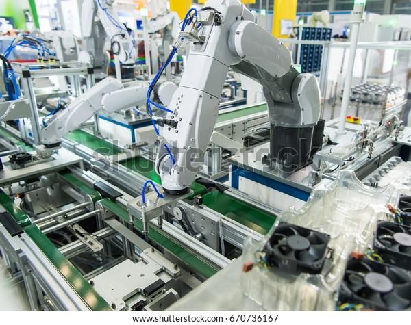 Steuerungsanwendung für Roboter- und Automatisierungssysteme auf automatischem Roboterarm