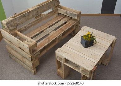 Charmant Robust Bench And Table From Pallets