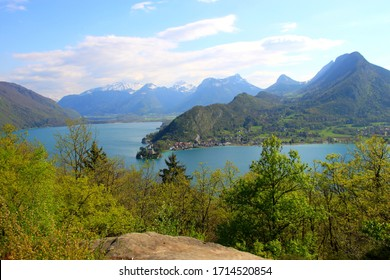 The Roc de Chère is a small mountain range overlooking Lake Annecy