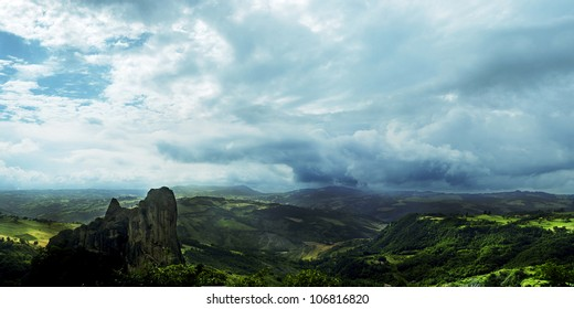 Rocca Malatina, Italy: Magic landscape on green mountain and suggestive sky