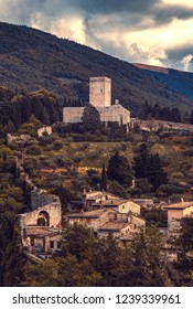 Rocca Minore is the smaller of two castles that can be found in Assisi Umbria.  Situated at the foot of Mount Subasio (Monte Subasio), Rocca Minore forms part of the Assisi city wall.