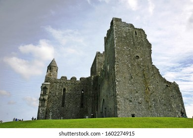 Cashel to Cahir - 3 ways to travel via bus, taxi, and car