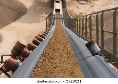 Rock filtering conveyor belt at a quarry
