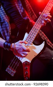 rock live, close up hands