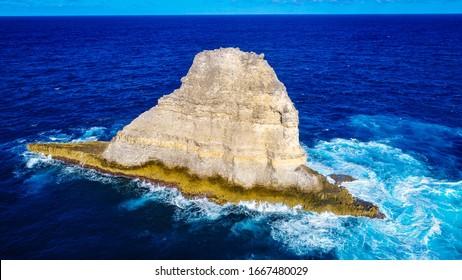 A rock lost a sea.