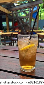 rock shandy beverage in a glass with ice and lemon
