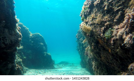 rocks in the sea, natural underwater background