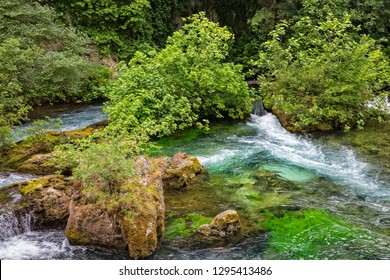 Rocks and trees in River Sorgue, Fontaine de Vaucluse, Provence, Luberon, Vaucluse, France