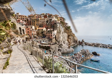 Rocky way to Manarola town