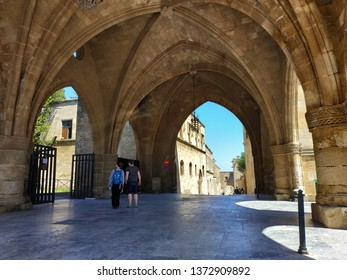 RODES, GREECE - APRIL 17, 2019: tourists and shops on the streets of Rodes. Sunny weather pictures