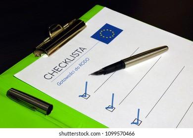 RODO, checklist, pen