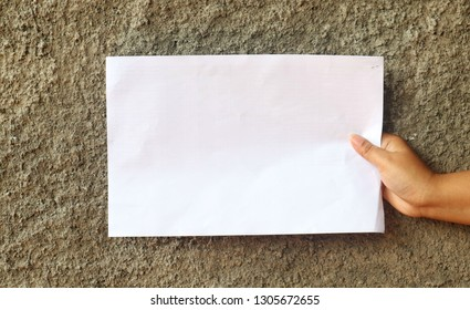 Roght hand with white papper on the grey background
