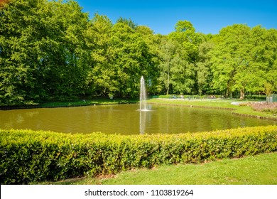 The Rogmanspark is a popular spot in the city of Almelo. It is situated next to the famous Avenue of Counts ('Gravenallee') and a camp with deers. There is also a fountain and a lake with geese, ducks