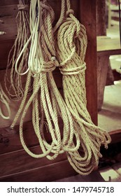 roll of rope,Many ropes, many types of knots,