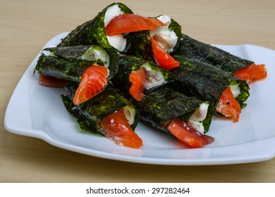 Roll with salmon, nori and soft cheese