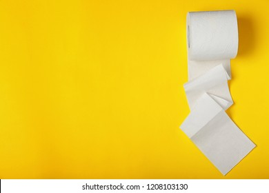 Roll of toilet paper on color background, top view. Space for text