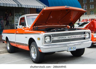 ROLLA, MISSOURI JUNE 6, 2015  Rolla Summerfest Car Show Rolla Summerfest Car Show - Chevrolet truck