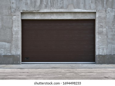 roller garage doors or sliding gates, construction or renovation of a garage or industrial building