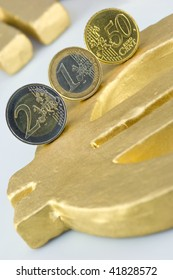 Rolling Euro-coins on a golden Euro-Sign
