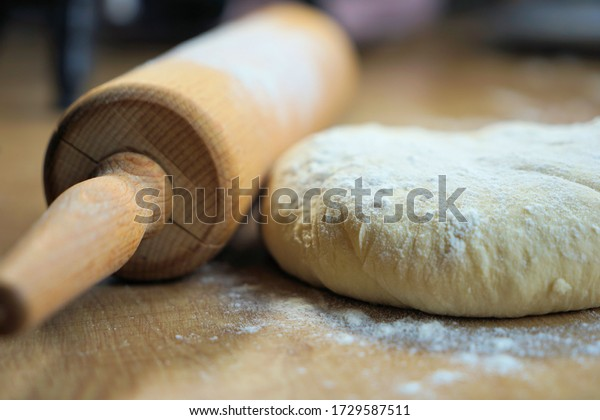 Rolling pin to roll out the yeast dough