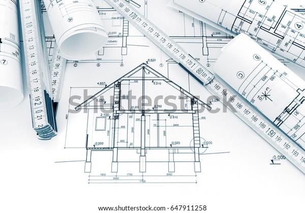 Rouleaux De Dessins Techniques Avec Plans Photo De Stock Modifier Maintenant 647911258