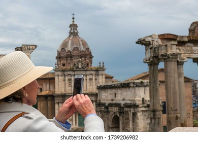 rom, italien - 11/23/2019: taking picture on vacation