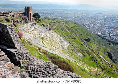 Roman amphitheatre (amphitheater) in the ruins of the ancient city of Pergamum (Pergamon), Turkey.