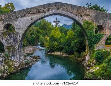 Roman Bridge, Cangas de Onis (Cangues d'Onis), former capital of the Kingdom of Asturias, northwest Spain.
