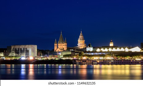 Romanesque cathedral of Mainz at night, Germany