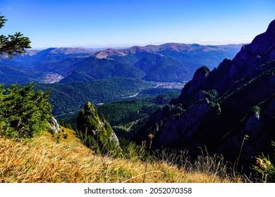 Romania, Bucegi Mountains, viewpoint from Big Girdle of the Morar to Busteni