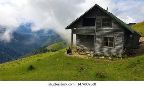 Romania, Rodnei Mountains, Ancuta Refuge, Curatel Saddle