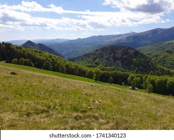 Romania, Valcan Mountains, Oslea Mountain, viewpoint to Cerna Mountains