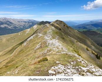 Romania, Valcan Mountains, Oslea Ridge, viewpoint from Oslea Peak