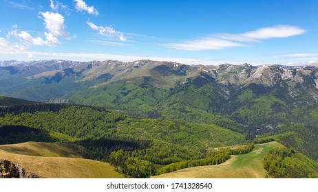 Romania, Valcan Mountains, viewpoint to Godeanu Mountains from Oslea Ridge