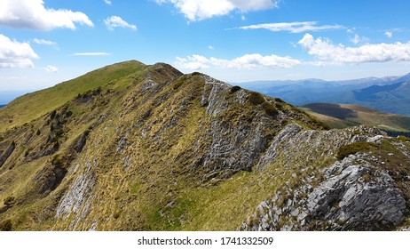 Romania, Valcan Mountains, viewpoint to Oslea Peak.