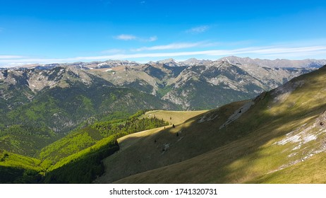 Romania, Valcan Mountains, viewpoint to Retezat Mountains from Oslea Ridge