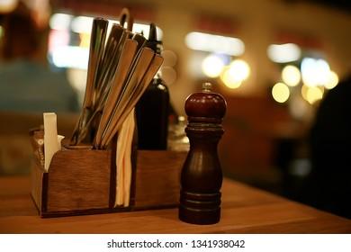romantic dinner table setting