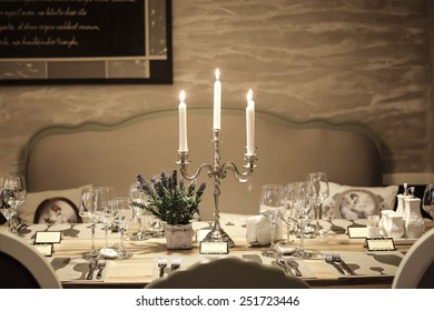 Romantic restaurant table arrangement