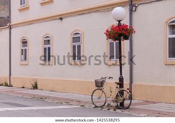 romantic-urban-landscape-ladies-bike-600
