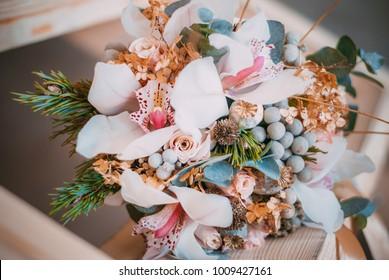 Romantic wedding flowers. Winter bouquets.