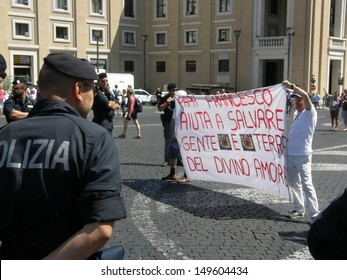 ROME - AUG 11: Protesters against the landfill to the Divine Love of Pope's Angelus Francis, St. Peter. Italy, August 11, 2013, Rome, Vatican