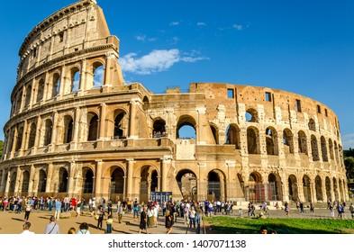 ROME, ITALY 04 OUTUBRO 2018 ;Italian spring walks. The spring sun illuminating the coliseum in Rome.
